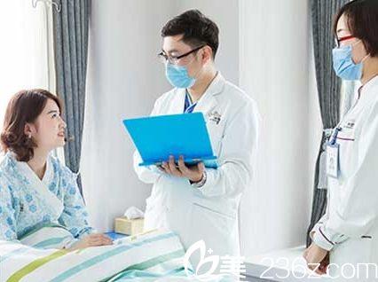 青岛博士医学美容医院医生术后护理的时候