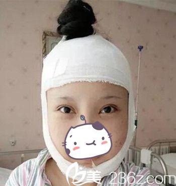 在丹东第一医院做面部轮廓手术当天.jpg
