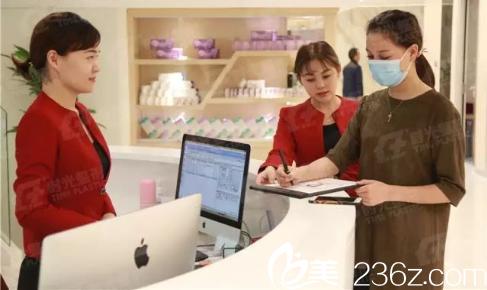 到了上海时光整形外科医院做登记