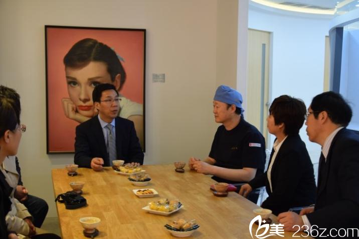 该院与中国西安大学附属医院学术交流