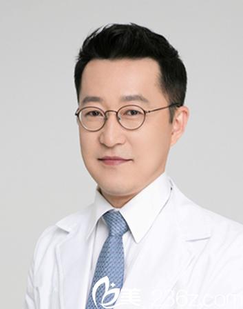 韩国 DELUX 整形医院院长卢相勋