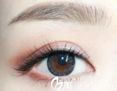 海南东湖整形医院张照日院长告诉你割了双眼皮,多久能化妆呢?