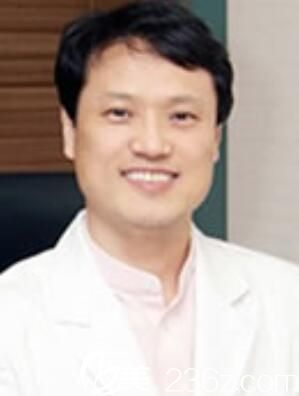 韩国B&Young皮肤科整形外科李哲元