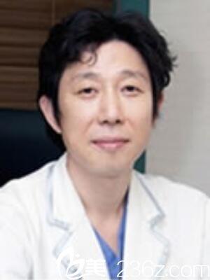 韩国B&Young皮肤科整形外科院长车奎镇