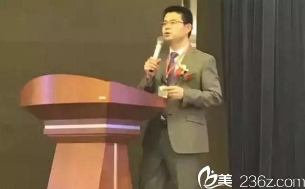 李保锴教授参加了2017美沃斯国际医学美容大会
