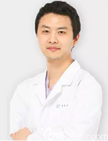 韩国本沐整形外科医生洪正秀