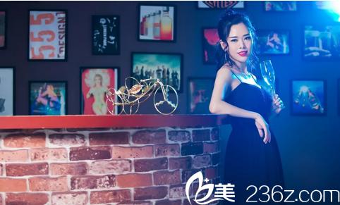 找深圳雅涵高山教授做完隆胸术后写真