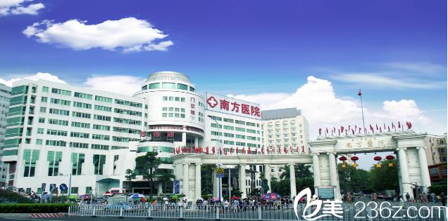 拿到一份广州南方医院2018年植发价格表,胡志奇和苗勇发际线种植案例
