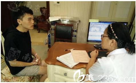 南京医科大学友谊整形外科医院吴国平术前照片1
