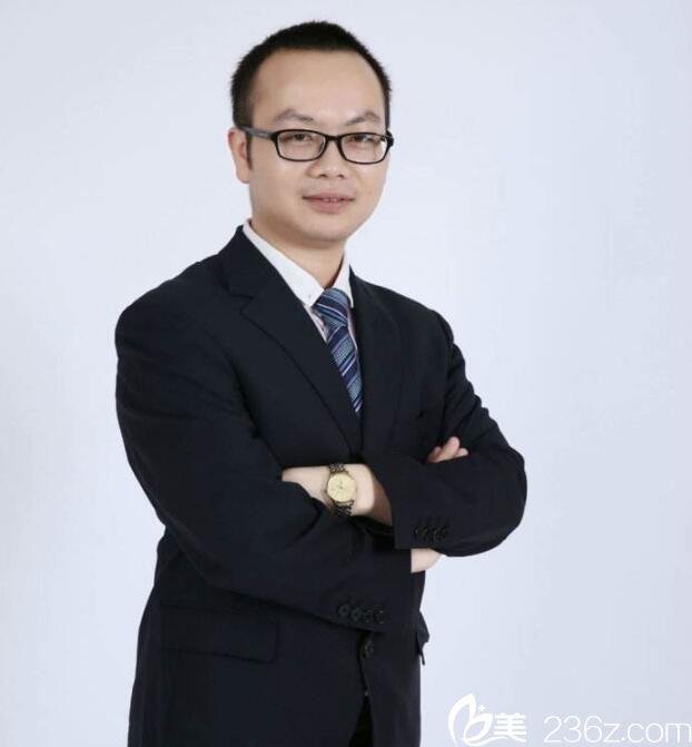 武汉德美整形专家刘小伟