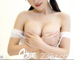 安徽隆胸整形医院哪家好?这是淮北东方美莱坞牟少春假体隆胸案例效果图