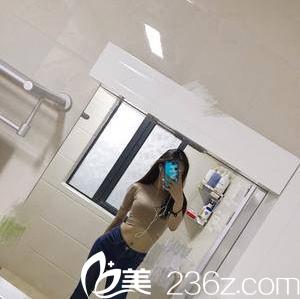 我在北京世熙花四万余找宋玉龙做水动力吸脂瘦腰腹后也有曲线美啦
