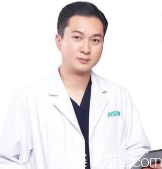 爱思特集团鼻整形首席医生吴蒙