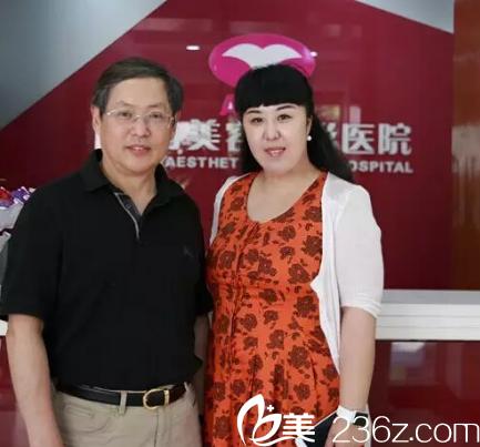 王毅超教授方到医院便受到热烈欢迎