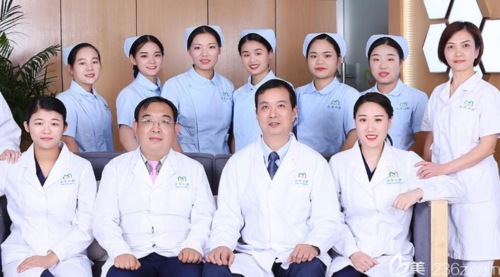 永华口腔以院长李耀华担任院长为带头人的医生团队