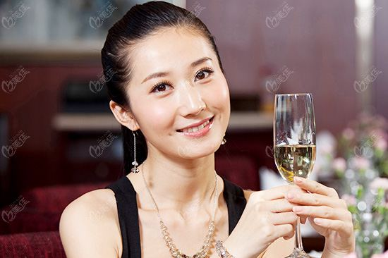 在北京做个植发手术需要多少钱?