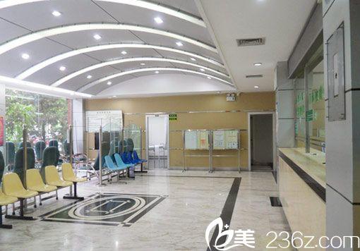 北京京民医院大厅一角