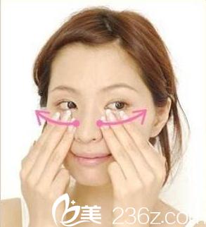 按摩改善黑眼圈促进血液循环