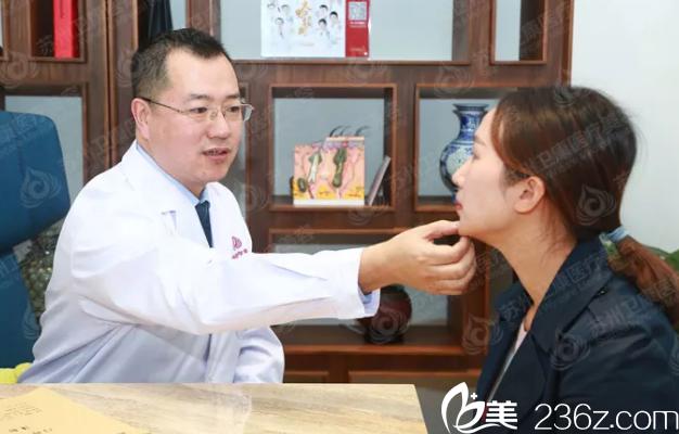 林广兴博士面诊过程中