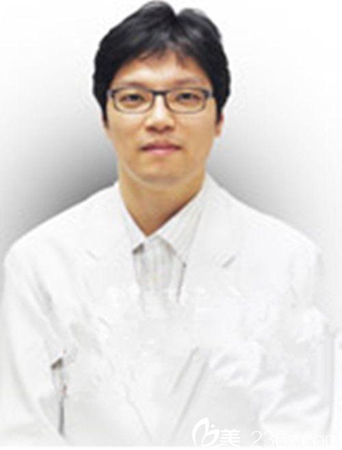 韩国朱丽叶整形医院整形外科医生李尚俊