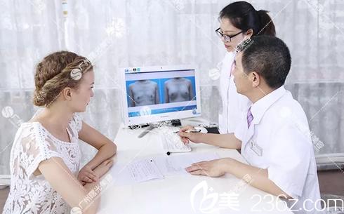 广州曙光整形医院医生在模拟术后效果