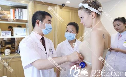 广州曙光刘杰伟医生为我测量隆胸术后尺寸