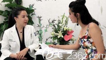 孙高研主任参加美丽传奇活动接受采访