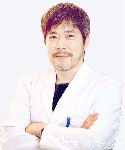 韩国整形医生黄旭培医生