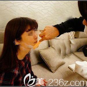 注射衡力瘦脸针术前摸麻药