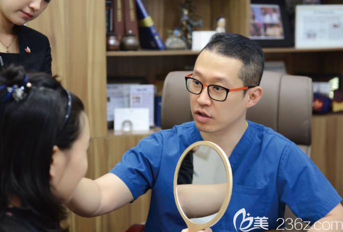 崔荣达做脸型怎么样?做手术保守吗?