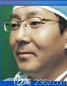 尹仁大 韩国Young&Young整形外科院长
