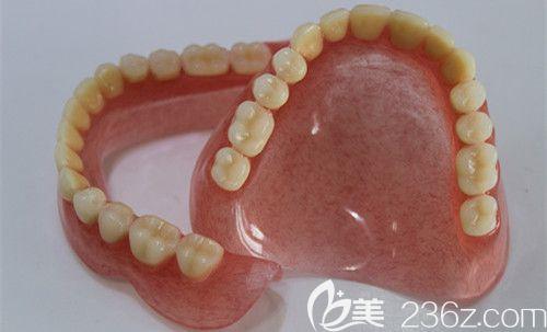 满口活动假牙者自述:75岁牙齿掉光后,我找武汉仁爱口腔王凤仙医生做了纯钛全口活动义齿