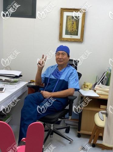 阪田和明医生日常工作状态