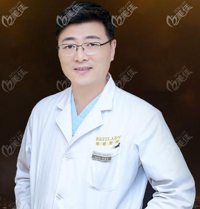 北京做鼻子有名的医生李劲良医生