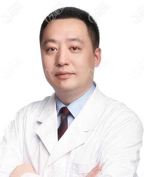 北京鼻子做得好的医生李战强医生