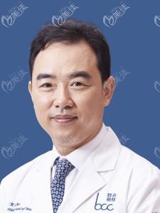 北京做鼻子有名的巫文云医生