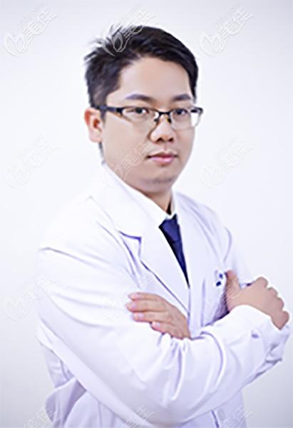 深圳世纪河山矫正医生吴伟斌