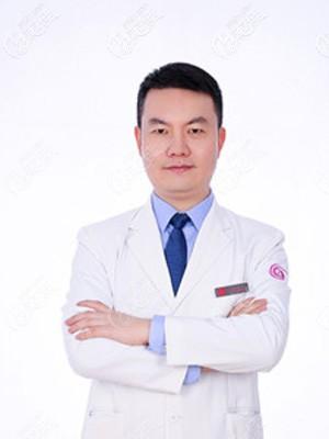 坐诊南京华美的沈正宇医生