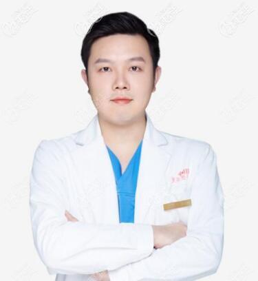 长沙雅美美胸整形医生王少甫