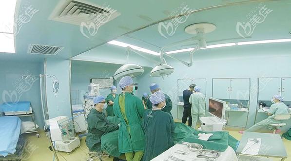 穆大力教授隆胸手术直播过程图片