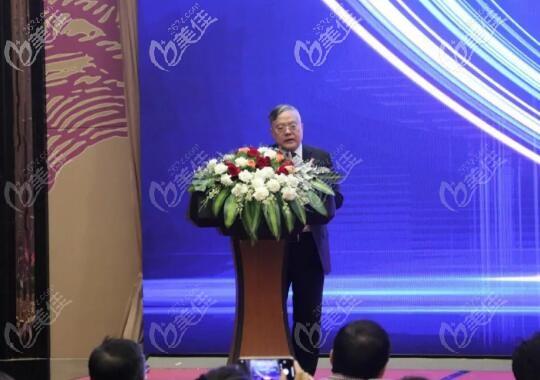 海南省医学整形美容行业协会常务副会长展望先生致辞