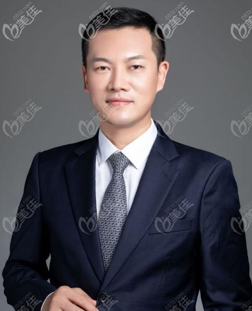 罗志敏是深圳有名的鼻整形医生,尤其是罗志敏修复鼻子的技术很厉害